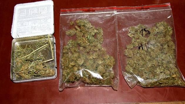 Policisté zabavili mladíkům u hradišťského kina Hvězda marihuanu.