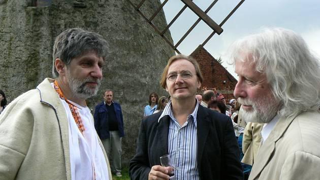 Ondřej Havelka (uprostřed) s Břetislavem Rychlíkem (vlevo).