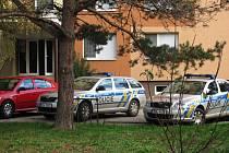Kroměřížská policie se od pátečního dopoledne zabývá sebevraždou ženy v Kroměříži. Mrtvá byla nalezena ve schodištní šachtě panelového domu ve Spáčilově ulici.