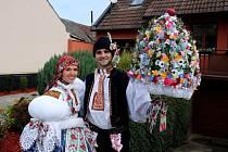 Soutěžní pár číslo 21 – Alžběta Jurčová a Jakub Šmatelka, starší stárci na hodech ve Zlechově 17. – 18. října.
