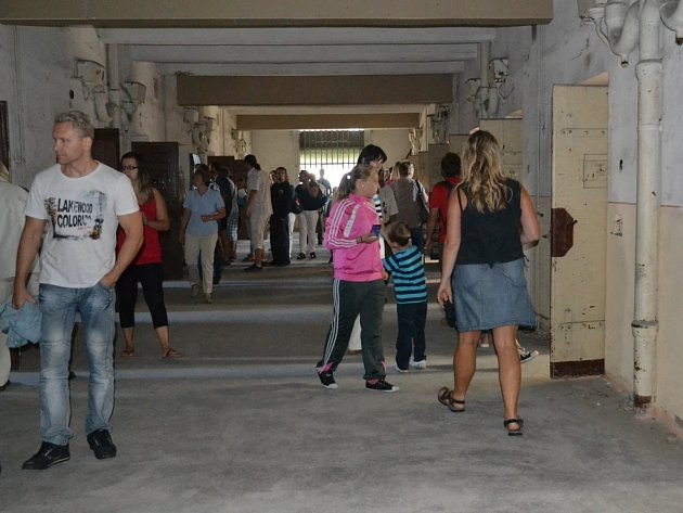 Návštěvníkům slavností vína se nabídla jedinečná možnost podívat se do chátrající věznice v Hradišti.