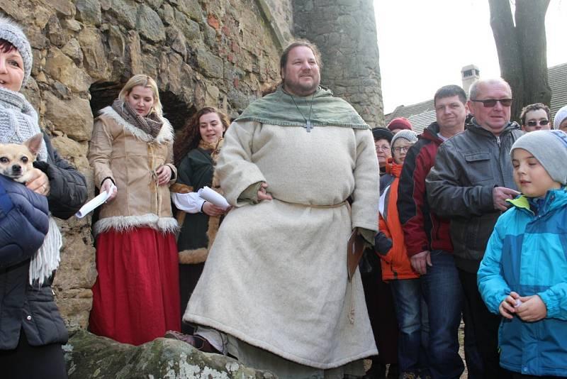 V pondělí 26. prosince na Štěpána se otevřely brány hradu Buchlov, aby si návštěvníci mohli prohlédnout na čtyřicet betlémů či jinak veřejnosti nepřístupné prostory hradu.