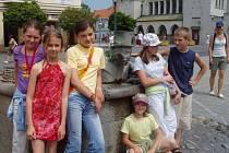 Dětští čtenáři ze Slovácka strávili mezinárodní pohádkovou noc v Považské knižnici a se slovenskými dětmi navázali mezinárodní přátelství.