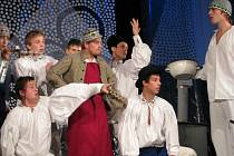 Folklorní soubor Cifra představil hudební a taneční pásmo Adventní obrázky.