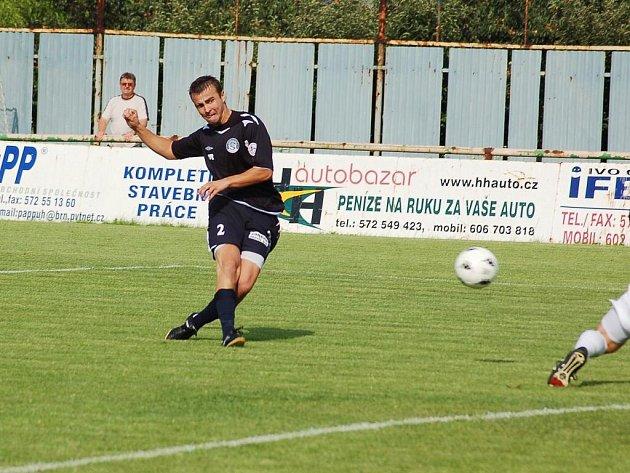 Vít Valenta právě střílí první gól Slovácka.