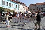 U Orlovny na Mariánském náměstí se sešlo padesát recesistů na bicyklech.