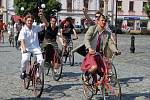 Po startu se vydali kolaři na okružní jízdu po Mariánském náměstí.