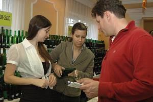 Koštování vína ve Starém Městě.