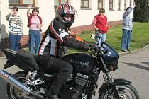 Pětatřicet motorkářů na dvoukolových strojích Kawasaki z různých končin České republiky brázdilo v sobotu silnice ve směru na Velehrad. Na spanilou jízdu do poutní obce se vydali členové CKC Kawasaki klubu.
