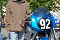Honza Pospíšil, nejmladší účastník sobobotní závodu na okruhu ve Starém Městě také představil svoji motorku.