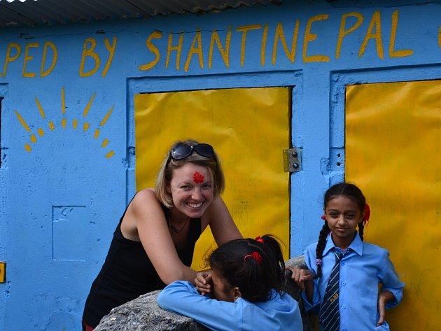 Mladá Vlčnovjanka pomáhá státní škole v Nepálu.