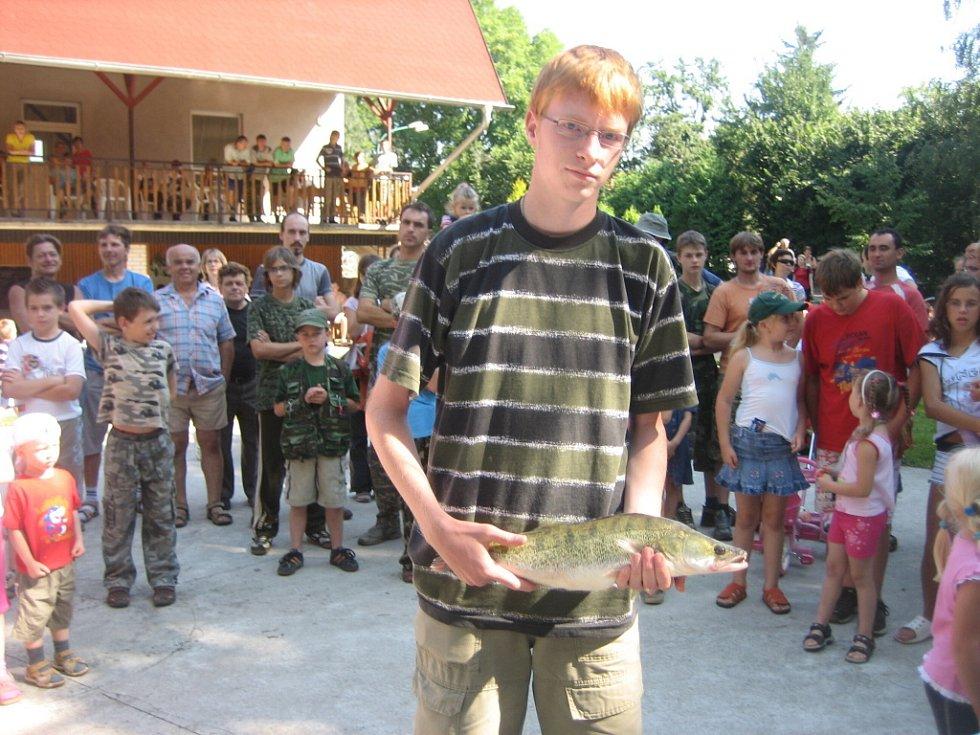 Ondřej Trňák, candát 55 cm, vítěz v kategorii candát.