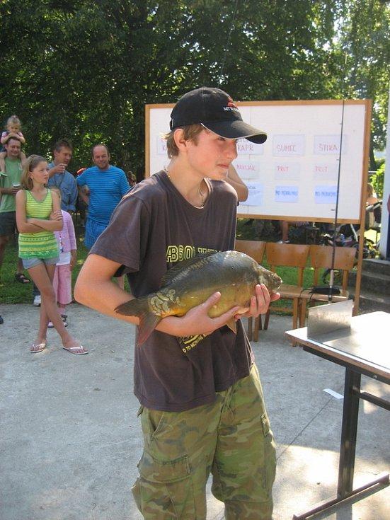Roman Vávra, Nedakonice, kapr 54 cm, vítěz Dětské soutěže.