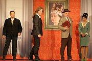 Hra Sám na dva šéfy ve Slováckém divadle v Uherském Hradišti.