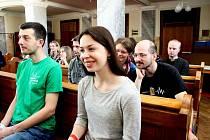 SETKÁNÍ. Na Velehradě si dalo o víkendu dostaveníčko 350 mladých věřících absolventů nejen vysokých škol.