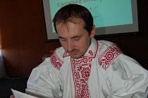 O Bílých Karpatech v Hluku diskutoval i expert na lidový ornament Vladimír Šácha.
