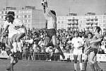 Osmifinále Českého poháru v sezoně 1975/76: Slovácká Slavia Uherské Hradiště - Slavia Praha 2:0: