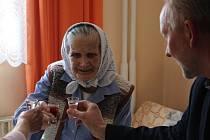 Anděla Hřibová oslavila v sobotu 23. dubna své 105. narozeniny za přítomnosti zastupitelů obce.