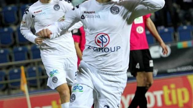 Ladislav Volešák se raduje z branky na 1:0.