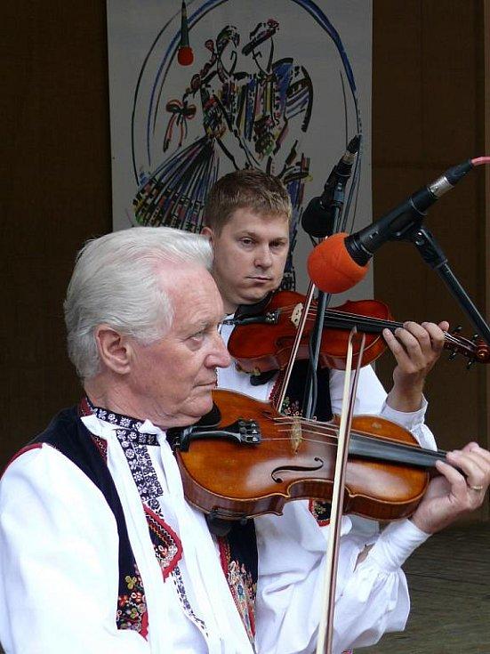 Martin Hrbáč a jeho kapela doprovázela Veličku.