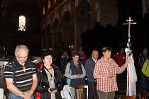 Čtyřiadvacet poutníků se vydalo ve čtvrtek po poledni z  Velehradu na Hostýn. Tam jich dorazilo ještě o dva víc. Přidali se na trase.