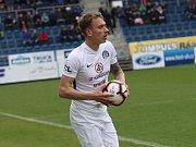 Fotbalisté Slovácka (v bílých dresech) ve 25. kole FORTUNA:LIGY hráli s Jabloncem. Na snímku Patrik Šimko.