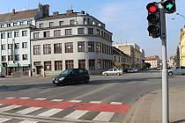Hlavní křižovatka v Uherském Hradišti. Březen 2021 před opravou.