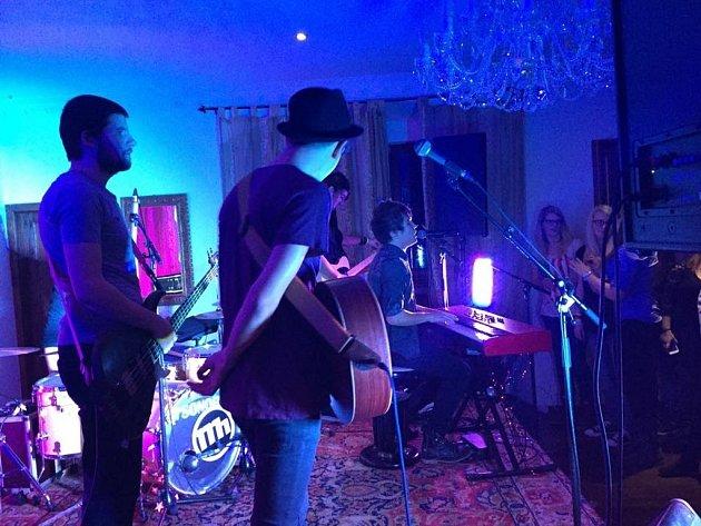 ROCKOVÝ ADVENT. Hudební večer v útulných prostorách ořechovského zámku si užili hudebníci i jejich fanoušci.