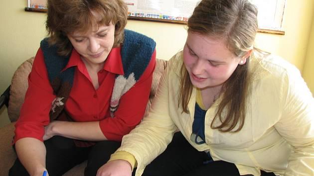 To byl název absolventské práce žákyně Kristýny Trňákové (vpravo), jejíž konzultantkou byla učitelka Alena Macková.