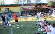 Poslední červnovou sobotu si vybrali Lhoťané k oslavám 70. výročí založení fotbalového klubu. Slavnostní odpoledne začalo zápasem přípravek Lhoty proti Blatnici. Po nich nastoupili místní muži proti internacionálům Slovácké Slavie Uherské Hradiště. Vpodve