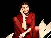 Eva Holubová se představila se svým sólem v divadelním představení Hvězda v uherskobrodském Domě kultury.Foto: Karolína Holubová