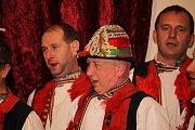 Nejprve mužské sbory ze šesti obcí zazpívaly v kulturním domě v Boršicích u Blatnice, aby na večer vyrazily do ulic a obnovili tím starou místní tradici zpívání v boršických uličkách.