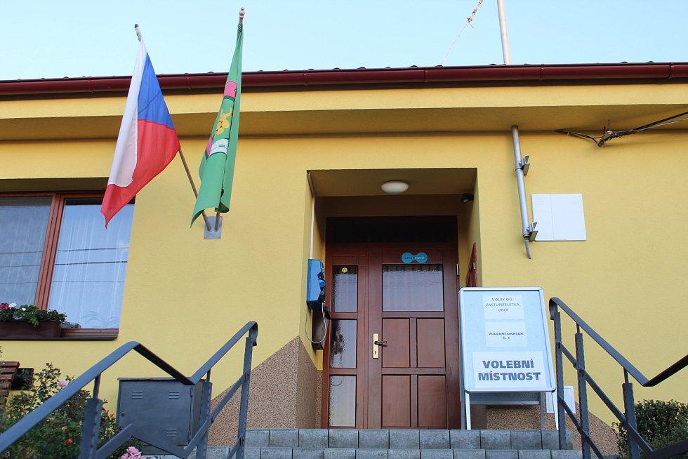 Volební místnost v Hostějově je na obecním úřadě.