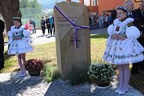 V Hradčovicích odhalili společně se spřátelenou obcí Kátlovce pamětní kámen k výročí stého založení Československa.