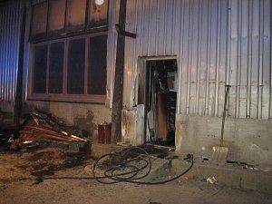 Požár truhlárny v Uherském Brodě.