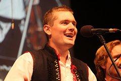Slovácké slavnosti vína a otevřených památek zahájila svým vystoupením cimbálová muzika Harafica s pozvanými hosty.