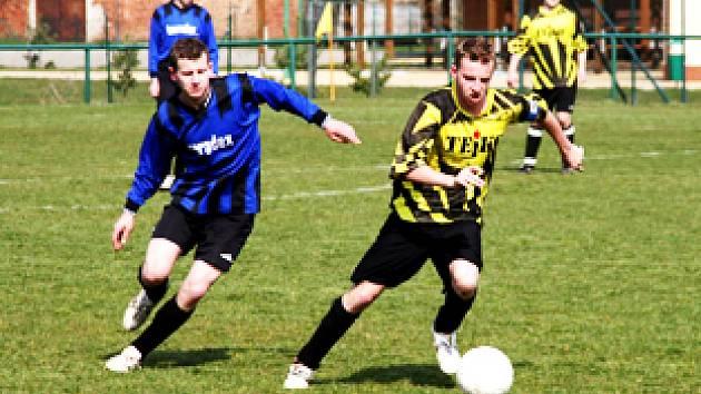 K remíze Hluku s Drslavicemi přispěl i domácí kapitán Jan Miroš (vpravo).