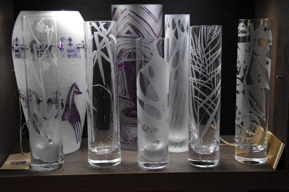 Po třiceti letech práce se sklem a dvou desetiletích činnosti svého rodinného ateliéru dal Stanislav Žampach v sobotu 5. prosince konečně nahlédnout do jeho prostor i veřejnosti.