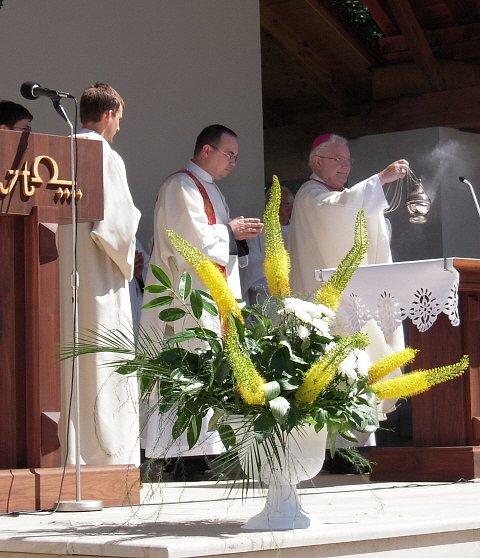Olomoucký světící biskup Josef Hrdlicka slouží hlavní mši svatou