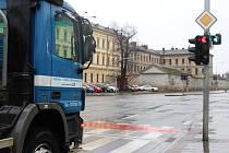 Hlavní světelná křižovatka v Uherském Hradišti. Ilustrační foto.