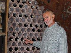 Petr Vyhlíd zve na víno do sklepa U lisu.