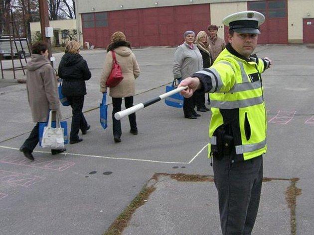 Hradišťští policisté učili seniory chovat se bezpečně v dopravě