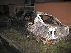V Uherském Ostrohu došlo k požáru osobního auta zn. Seat Toledo.
