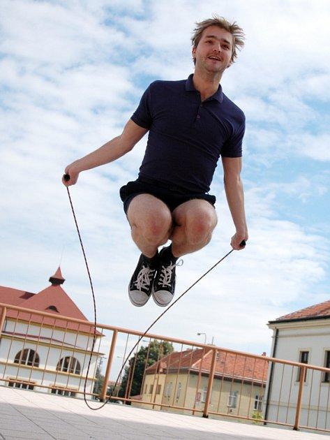 Populární komedie Slováckého divadla Rychlé šípy poprvé jako Jarka Metelku představí Petra Čagánka.