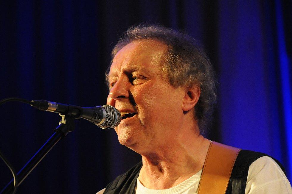 Hudebník Luboš Pospíšil vystoupí sólově v hradišťské Redutě