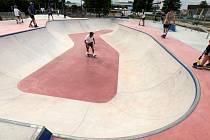 Skatepark v Uherském Hradišti slavnostně otevřeli v pátek 25. června. Zájem mezi mladými byl obrovský.