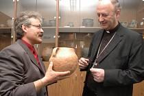 Ředitel Slováckého muzea Ivo Frolec (vlevo) a olomoucký arcibiskup Jan Graubner.