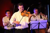 Taneční soubor Hradišťan a hudební spolek Umíme Hrát. Ilustrační foto