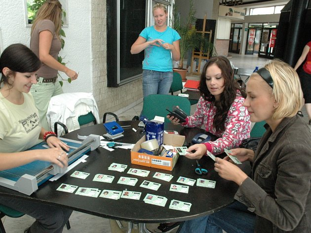 Příprava akreditací pro hosty, návštěvníky i novináře.
