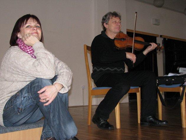 Dětem zazpíval primáš Hradišťanu Jiří Pavlica.